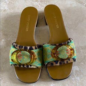 Tracy Porter sandels